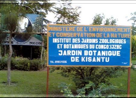 Pancarte indiquant l'entrée du jardin botanique de Kisantu