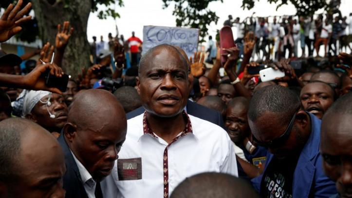Martin Fayulu arrivant à une réunion avec ses partisans, vendredi 11 janvier à Kinshasa. © REUTERS/Baz Ratner