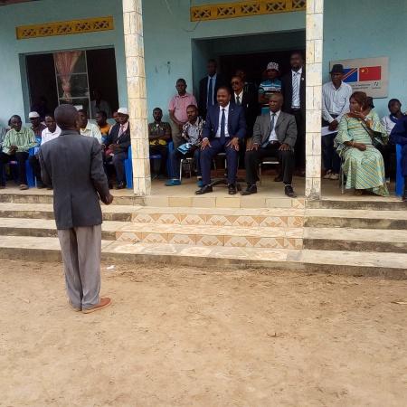 Une vue de la cérémonie lors de la pose de la première pierre de la morgue de Madimba